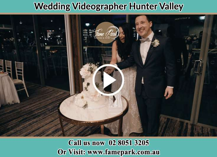 Bride And Groom Cutting Of Cake Hunter Valley